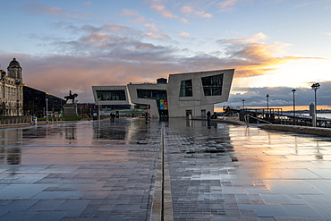 Liverpool Museum, The Beatles Museum and the Mersey Ferries office on Liverpool Waterfront, Liverpool, Merseyside, England, United Kingdom, Europe