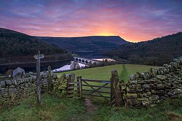 Ladybower Reservoir with Baslow Edge in the distance at sunrise, Peak District, Derbyshire, England, United Kingdom, Europe