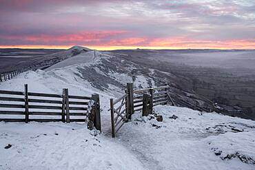 The path leading to Losehill from Mam Tor in winter, Peak District, Derbyshire, England, United Kingdom, Europe
