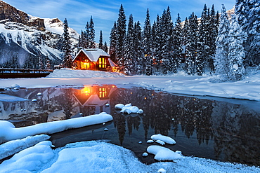 Emerald Lake Lodge in winter, Emerald Lake, Yoho National Park, UNESCO World Heritage Site, British Columbia, Rocky Mountains, Canada, North America