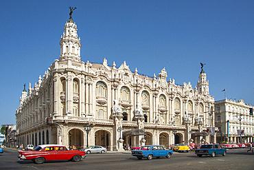 Street view featuring Great Theatre of Havana (Gran Teatro de La Habana) in Havana, Cuba, West Indies, Caribbean, Central America