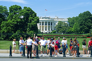 Tourists and sightseers in front of the White House in Washington D.C., United States of America, North America