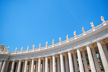St. Peter's Square colonnades, UNESCO World Heritage Site, Vatican, Rome, Lazio, Italy, Europe