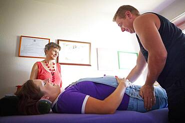 Haptonomy session with a couple in the 7th month of pregnancy.