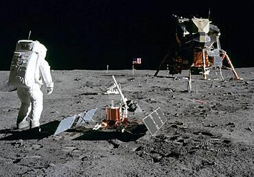 Apollo 11, Buzz Aldrin Deploys EASEP, 1969