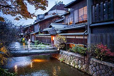 Shirakawa-minami-dori, Gion district, Kyoto. Kansai, Japan.