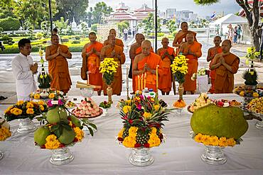 Monks, religious ceremony, in Wat Arun (Temple of Dawn), also called Wat Bangmakok Noek, Bangkok, Thailand