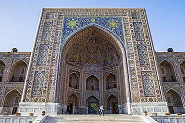 Main gate of Tilla-Kari Madrasa, Registan, Samarkand, Uzbekistan