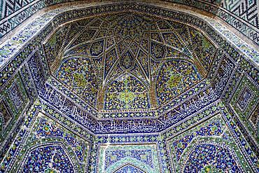 Ornamentation, detail of arc in the courtyard of Sher Dor Medressa, Registan, Samarkand, Uzbekistan