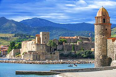 Royal castle of Collioure and landscape seaside beach of the picturesque village of Colliure, near Perpignan at south of France Languedoc-Roussillon Cote Vermeille Midi Pyrenees Occitanie Europe