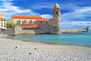 Notre-Dame-des-Anges church and landscape seaside beach of the picturesque village of Collioure, near Perpignan at south of France Languedoc-Roussillon Cote Vermeille Midi Pyrenees Occitanie Europe