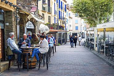 Bars and restaurants in the main street in the medieval town of Collioure in the south of France Languedoc-Roussillon Cote Vermeille Midi Pyrenees Occitanie Europe