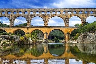 Pont du Gard, Languedoc Roussillon region, France, Unesco World Heritage Site.  Roman Aqueduct crosses the River Gardon near Vers-Pon-du-Gard Languedoc-Roussillon with 2000 year old