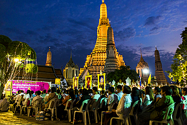 Buddhist ceremony at sunset in Wat Arun temple