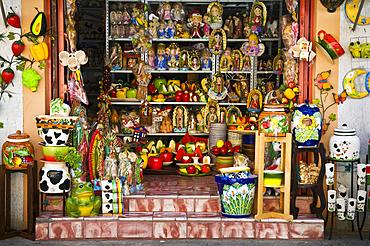 Ceramics shop in Tonal·, Mexico.