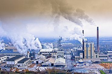 Air pollution in an industrial plant. Spain, Europe