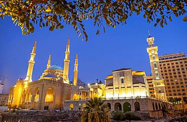 Mohammad Al-Amine Mosque and at right Saint Georges Maronite Cathedral, Beirut, Lebanon