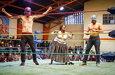 Lucha Libre.Two spontaneous up to the ring to help the cholita Angela la Folclorista during the combat again the wrestler called El Prisionero, Sports center La Ceja, El Alto, La Paz, Bolivia