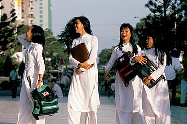 School girls facing Ho Chi Minh statue, Ho Chi Minh City (Saigon), Vietnam, Indochina, Southeast Asia, Asia