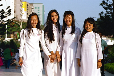 School girls facing Ho Chi Minh statue, Saigon, Vietnam, Indochina, Southeast Asia, Asia