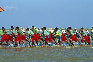 Men rowing a boat in the Retreat of the Waters Festival in Phnom Penh, Cambodia, Indochina, Southeast Asia, Asia