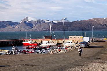 Harbour at Ny Alesund, Svalbard, Norway, Scandinavia, Europe