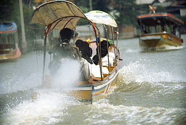 Long tail boat river ferry on the klongs in Bangkok, Thailand, Southeast Asia, Asia