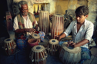 Tabla maker, Varanasi, Uttar Pradesh state, India, Asia