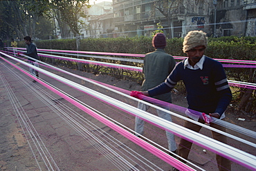 Kite string production, string is coated in ground glass for fighting kite festival in January, Ahmedabad, Gujarat state, India, Asia