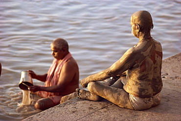 Ritual bathing, River Ganges, Varanasi, Uttar Pradesh state, India, Asia