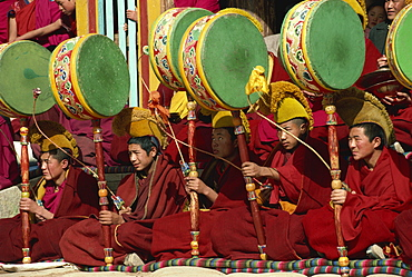 Drummers at Devil Dances, Tibetan Yellow Hat Sect, Guomarr Monastery, Qinghai, China, Asia