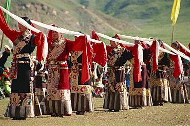 Tibetans dancing, Yushu, Qinghai, China, Asia