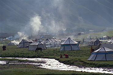 Tents at Horse Festival near Yushu, Qinghai, China, Asia
