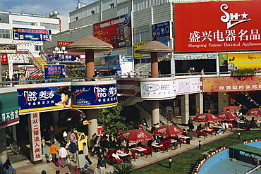 Modern shopping centre, Kunming, Yunnan, China, Asia