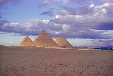 Pyramid of Menkewre (left), pyramid of Chephren (centre), pyramid of Cheops (right), Giza, Egypt, North Africa, Africa