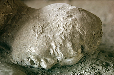 Victim of Vesuvius eruption, volcanic ash formed mould retaining human form later revealed by injecting plaster, Pompeii, UNESCO World Heritage Site, Campania, Italy, Europe