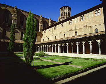 Cloister of Le Couvent des Augustins, dating from the 14th century, Augustins Museum, Toulouse, Midi-Pyrenees, France, Europe