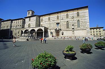 Cathedral and Fontana Maggiore, Piazza IV Novembre, Perugia, Umbria, Italy, Europe