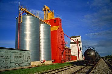 Grain elevators, Willingdon, Alberta, Canada, North America
