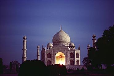 Taj Mahal at night, UNESCO World Heritage Site, Agra, Uttar Pradesh state, India, Asia - 2-9578