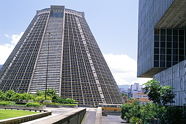 Cathedral of St. Sebastian, 1979, with new Petrobas Building in right foreground, Rio de Janeiro, Brazil, South America