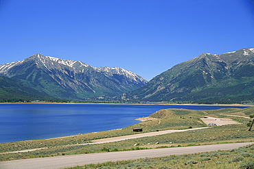 Camping area on shore of Twin Lakes in San Isabel National Forest, with Sawatch Mountains, part of the Rockies, in the background, Aspen, Colorado, United States of America, North America