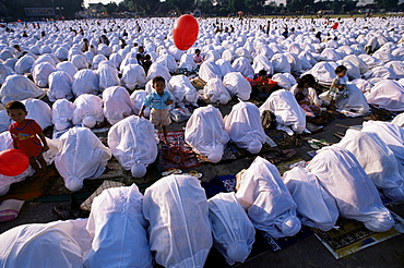 Muslim women at morning prayers, Java, Indonesia, Southeast Asia, Asia