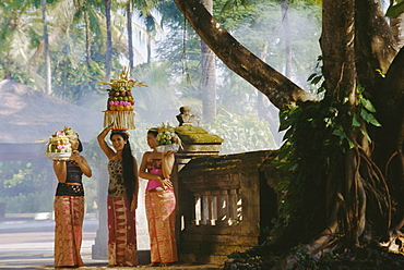 Young women with offerings, Sanur, Bali, Indonesia, Asia