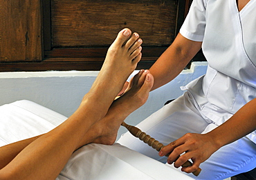 Dagdagay, authentic Filipino Tribal Foot Massage with bamboo sticks, Philippines, Southeast Asia, Asia