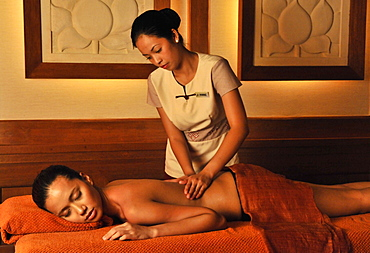 Hilot treatment, an ancient Filipino art of healing, at the Chi Spa at Shangri La Boracay Resort and Spa in Boracay, Philippines, Southeast Asia, Asioa
