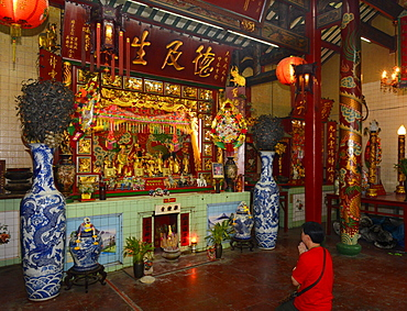 Leng Bua La Shrine, the oldest Chinese temple in Bangkok, Chinatown, Bangkok, Thailand, Southeast Asia, Asia