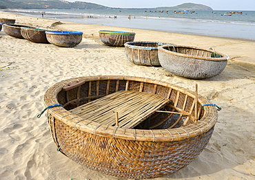 Basket tug boat, Phan Thiet, Vietnam, Indochina, Southeast Asia, Asia
