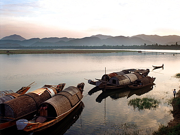Local boats along the banks of Hue's Perfume River, Hue, Vietnam, Indochina, Southeast Asia, Asia