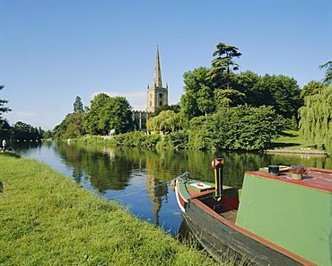 River Avon and Holy Trinity church, Stratford-upon-Avon, Warwickshire, England, UK, Europe